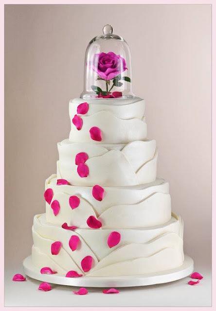 Torta de 15 años, con rosa rosada y cascada de sus pétalos | Ideas ...