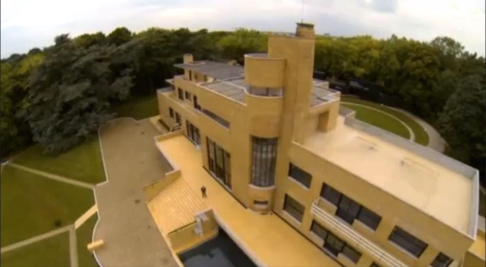 Un drone a survolé la villa