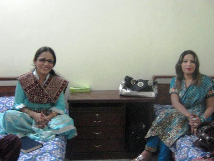 mumtaz kanwal in universty mumtaz kanwal in a party mumtaz