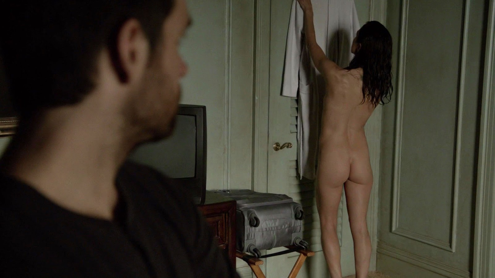 Eliza Dushku shows naked ass in Banshee