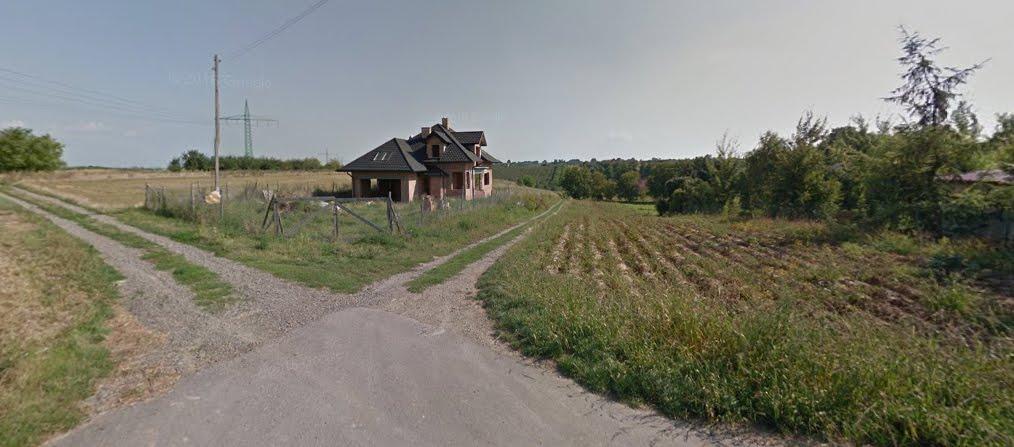 Przetarg na działkę z domem w stanie sur. Gierlachów w gminie Dwikozy, powiat sandomierski