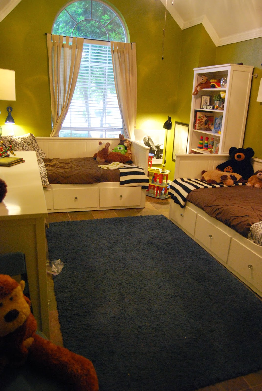 Momfessionals: Come On In... Kids Rooms!