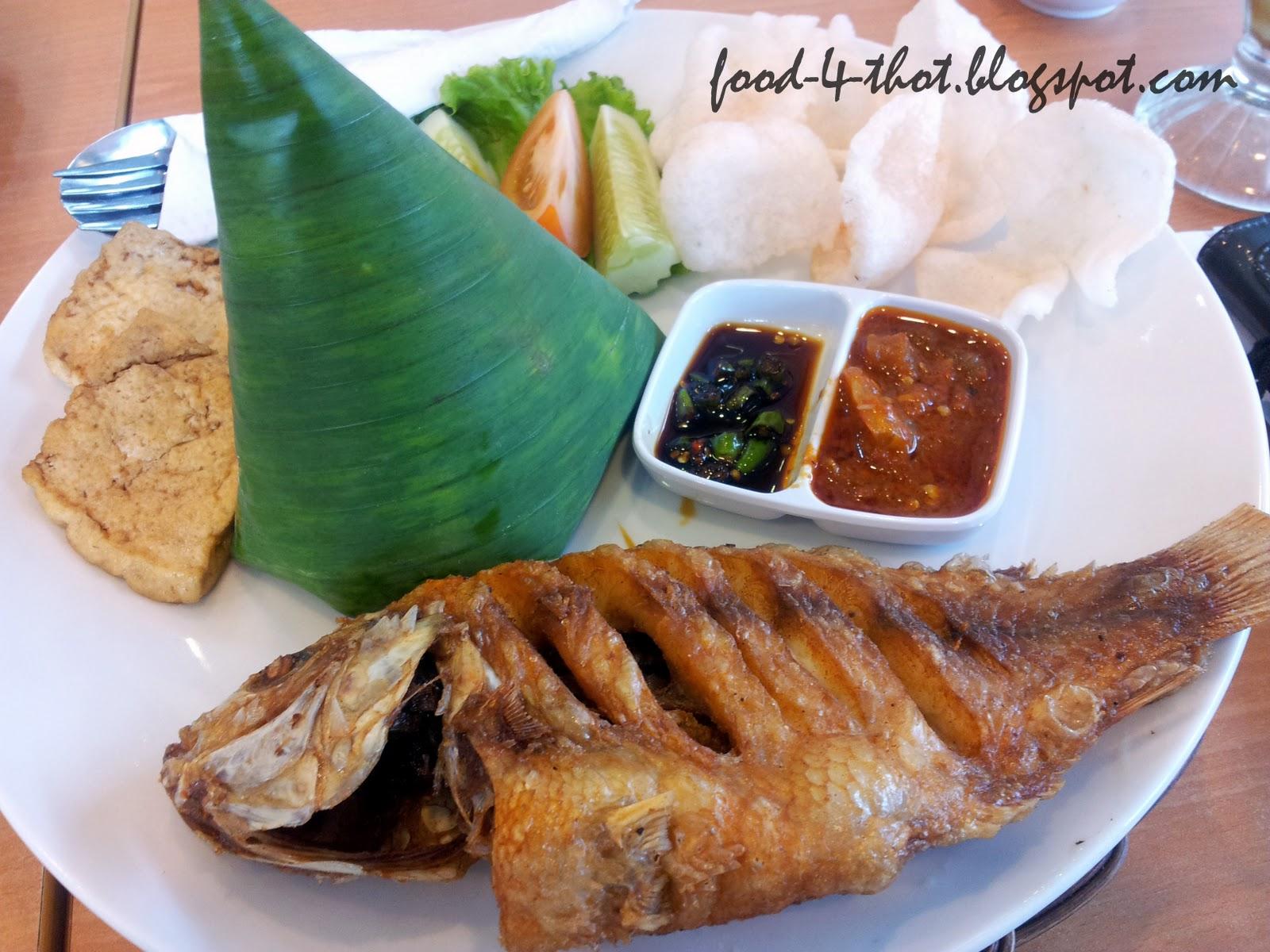 Paket Ikan Goreng (RM11.90 or RM12.90..cant recall :p).. .