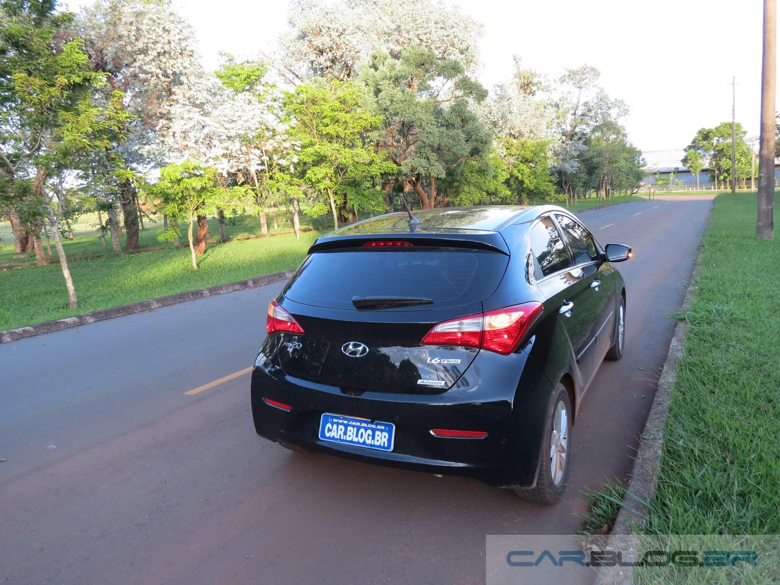 Hyundai HB20 1.6 Automático - traseira