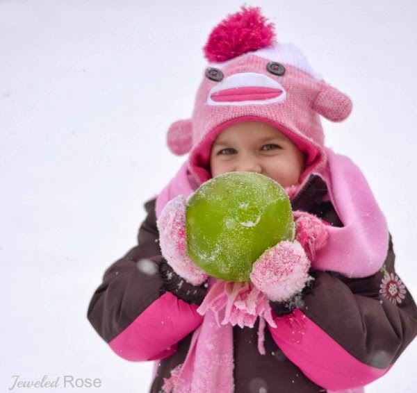 Make snow jewels for Winter play