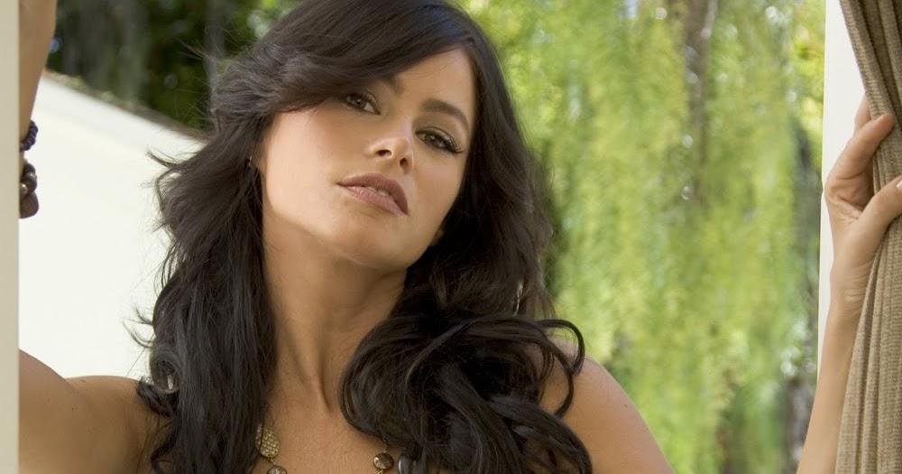 BA - BB: freida pinto hot bikini actress Freida Pinto