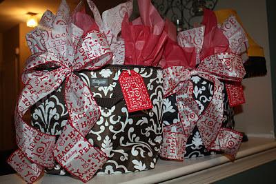 Homemade Vanilla Brown Sugar Body Scrub & Teacher's Christmas Gifts - www.thelifeofawannabesupermom.blogspot.com