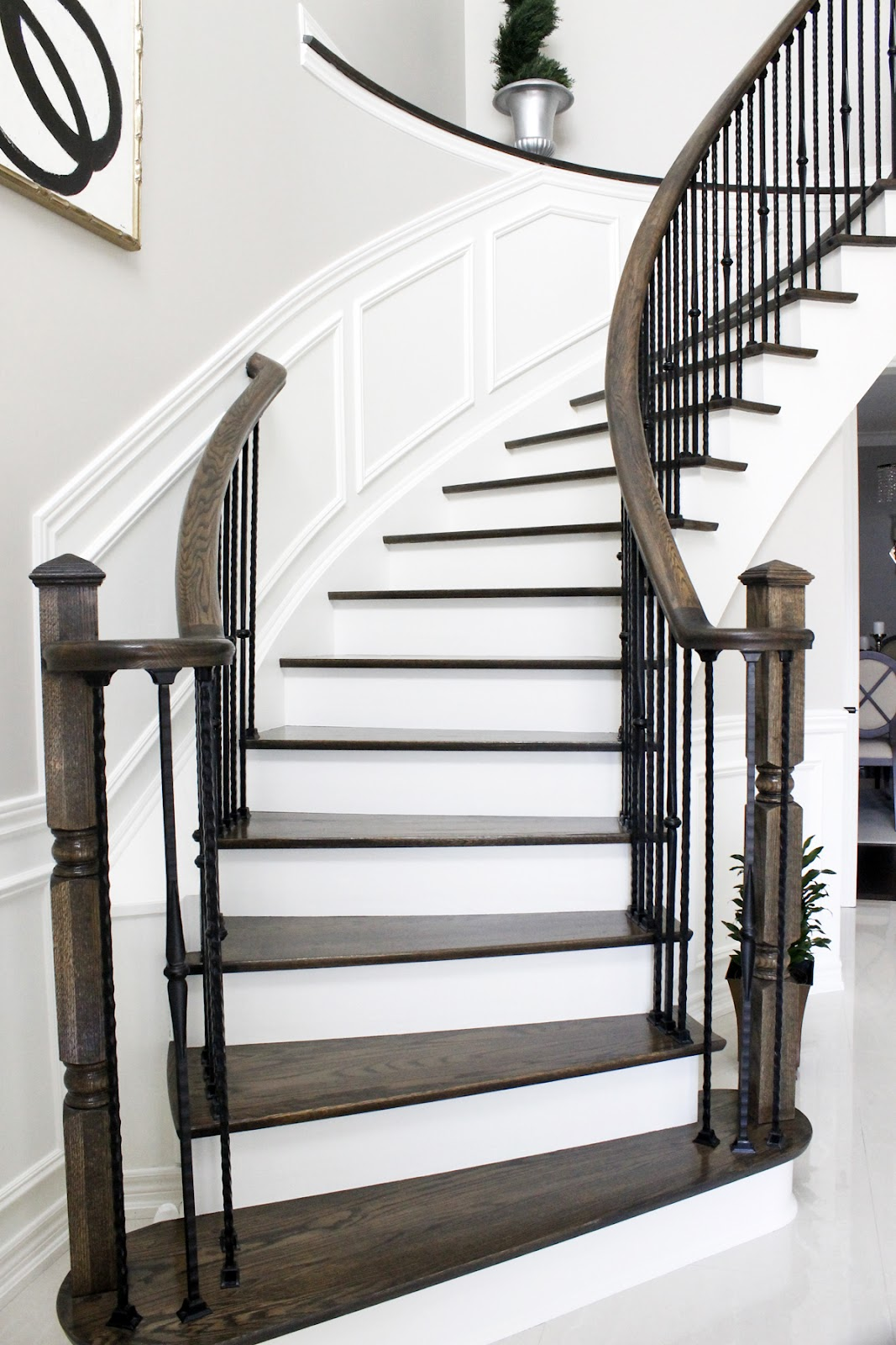 Am dolce vita staircase ledge decorating ideas for Arched staircase