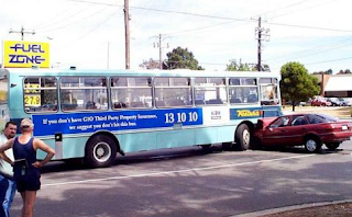 Najsmešnije slike auto udarilo u autobus