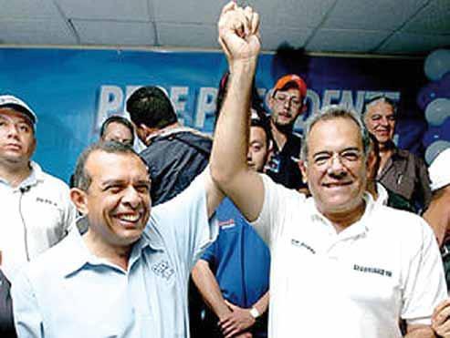 http://4.bp.blogspot.com/-If_x8N2fxJs/Tm5AP-fzyuI/AAAAAAAAGao/tzR-20oKMr8/s1600/Porfirio+Lobo+Sosa+junto+a+Oscar+Alvarez.JPG