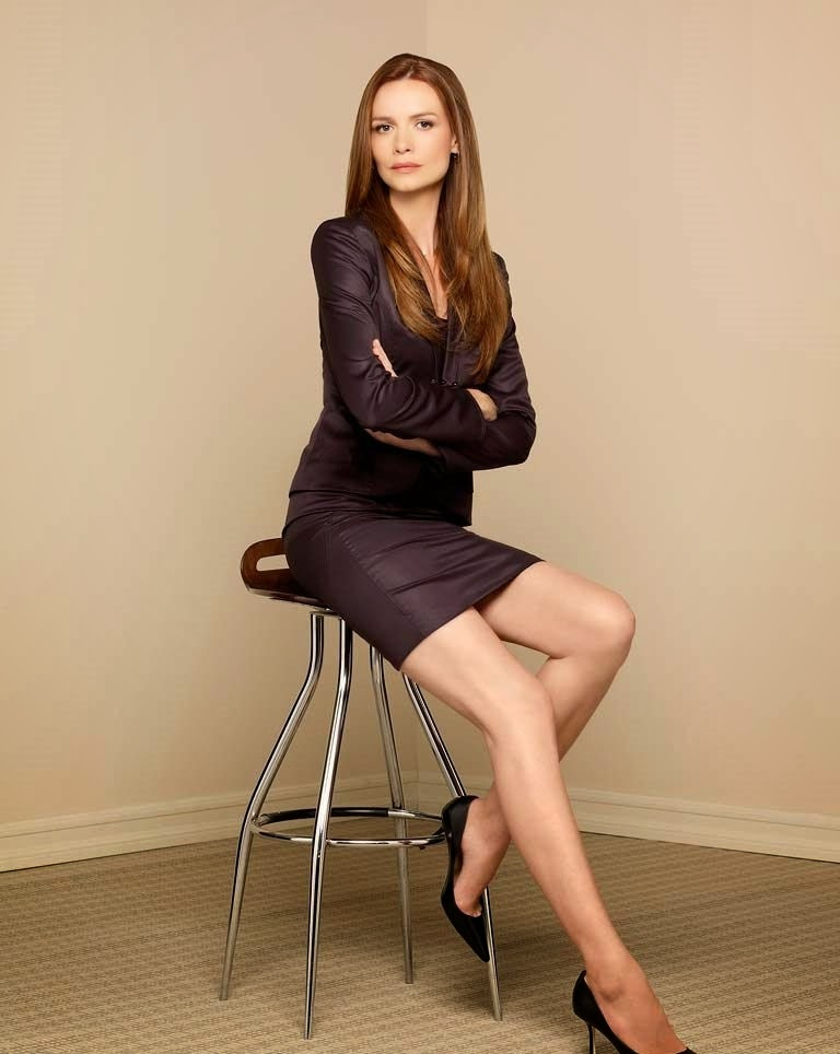 English Actress Saffron Burrows Hot Photo Shoot Gallery
