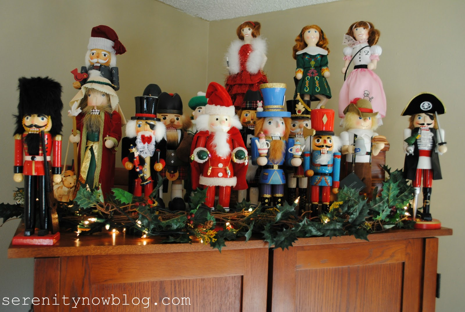 How to make a nutcracker christmas decoration - Christmas Decorations Nutcrackers Serenity Now Blog 2 E39b47d9d29c4ea72f0e794520d88a3d