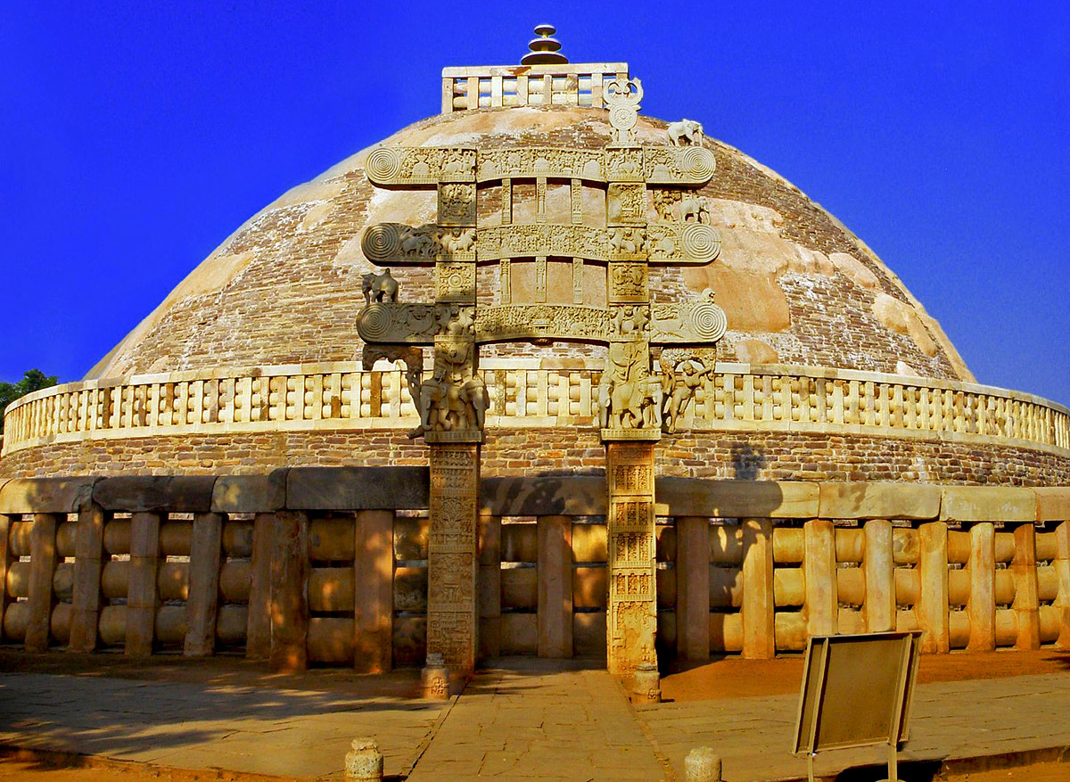 monuments of india This article is all about famous historical monuments of india, information about most important historical places of india, list of monuments and their builders historical monuments can be classified according to architecture styles, religious entities, period of construction etc.