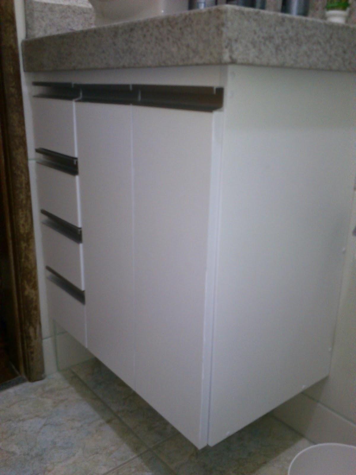 Armário para Banheiro (Padrão Branco) Puxadores em Perfil de  #363329 1200x1600 Armario Banheiro De Aluminio