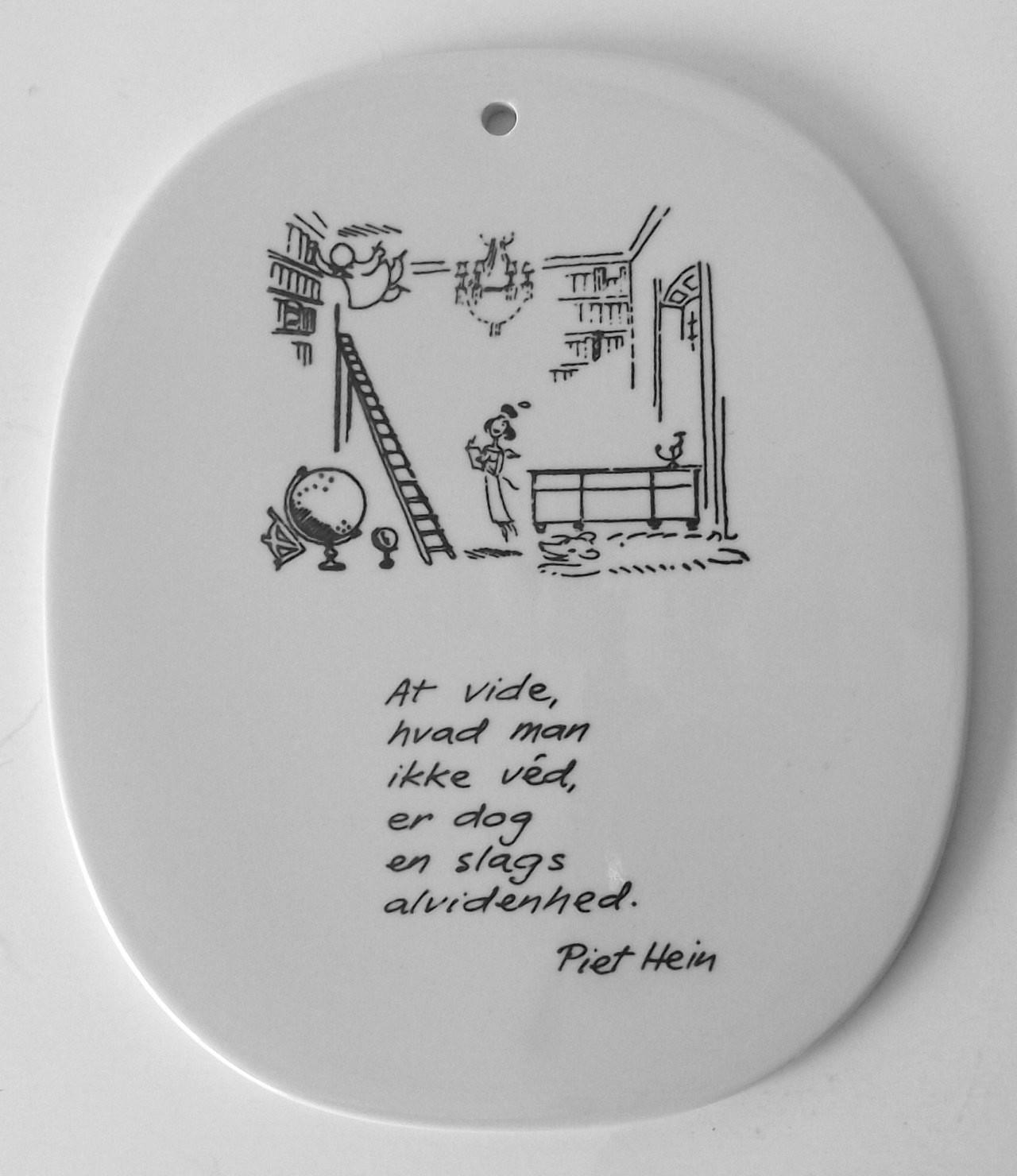 Piet Hein: At vide hvad man ikke véd er dog en slags alvidenhed.