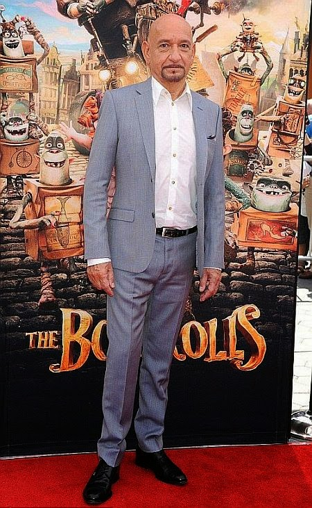 Is it just us or is the top half of the dress which showed off her beauty both shoulder are prosecute? Not quite sure how we feel about that, but when Elle Fanning go on the premiere of her new film, the Boxtrolls in Los Angeles, USA on Sunday, September 21, 2014. . . . . .It was hard not to feel a pinch of jealousy.