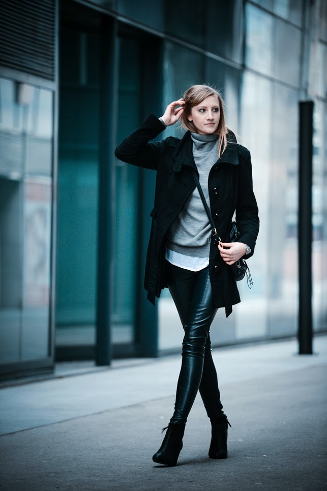 monochrome outfit, business causal outfit, layered layering outfit look, grey turtleneck sweater zara, black coat, topshop leather pants, bershka black ankle boots, style blog blogger, fashion blogger, slovenska modna blogerka