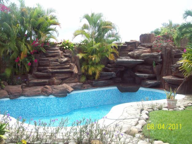 Piscinas con cascadas artificiales imagui for Cascadas artificiales para piscinas