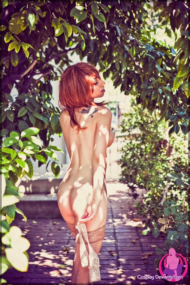 mother daughter public nudity