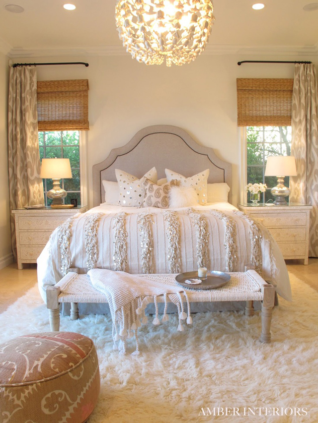 The peak of tr s chic elegant soft bedroom design for Classy chic bedroom ideas