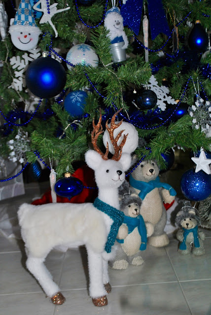addobbi natalizi a forma di renna addobbi natalizi blu e bianchi addobbi a forma di pupazzo di neve blue and white christmas decorations blue and white christmas tree come apparecchiare la tavola a natale addobbi natalizi come apparecchiare la tavola tavola natalizia addobbi natalizi tavola rossa tovaglia rossa come trascorre il natale una fashion blogger colorblock by felym natale 2015  christmas decorations