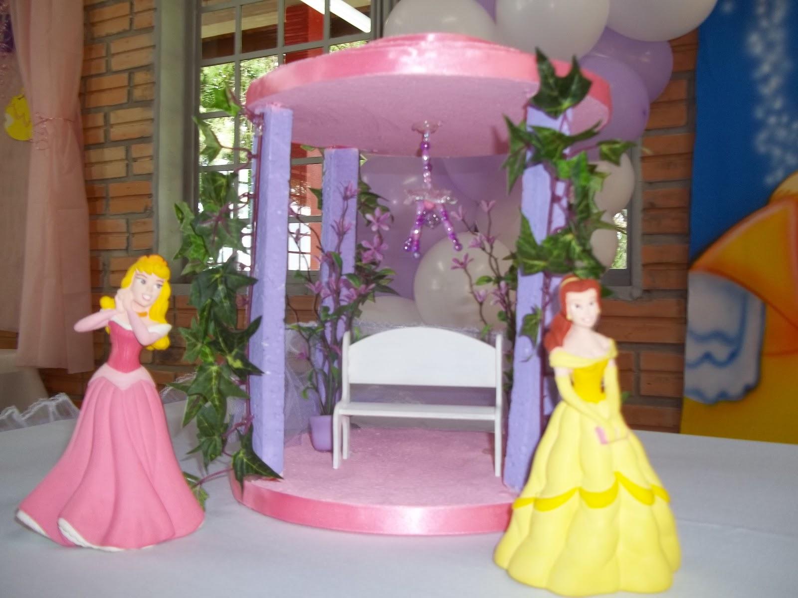 Divas decora es coreto de isopor para festa da princesas for Mural de isopor e eva