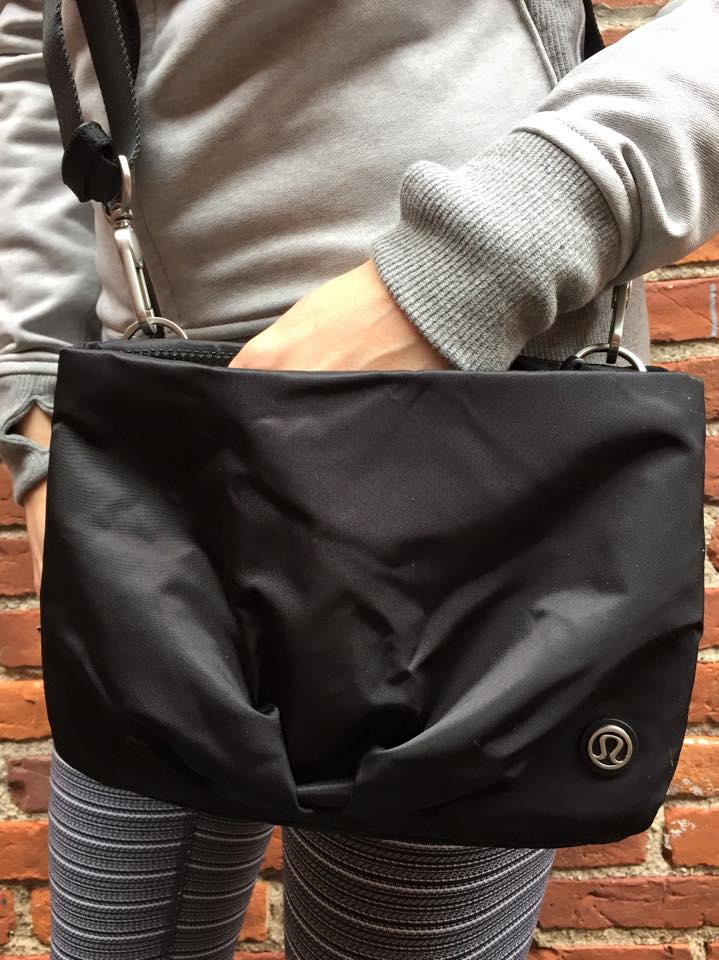 lululemon-hip-to-be-free-bag black