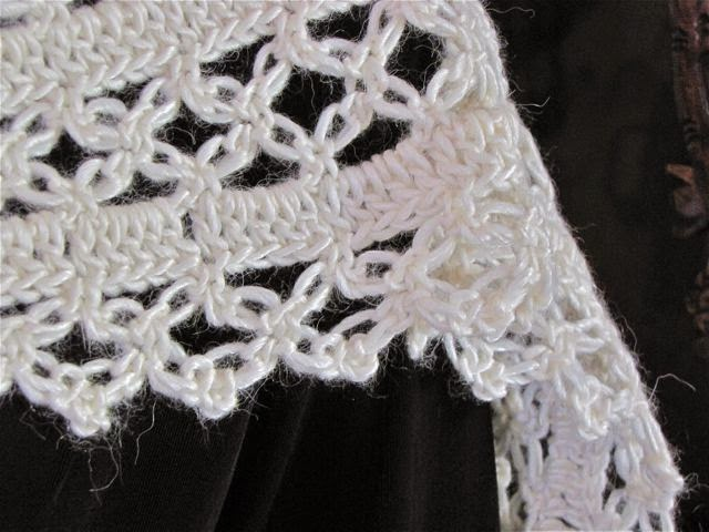 Crochet Knot Stitch Shawl : ... Ways to Crochet Into Love Knots (a.k.a. Solomons Knot, Lovers Knot