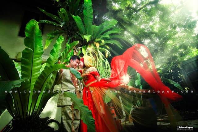 foto prewedding konsep taman kebun