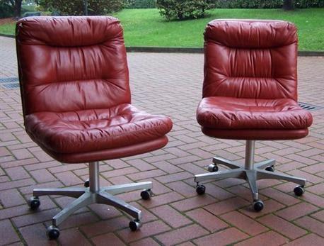 Sedia ufficio pelle anni 70 mercatino usato genova for Sedia ufficio rotelle