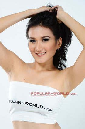 Foto Dini Desita Model BFN Majalah Popular Word Edisi Juni 2013