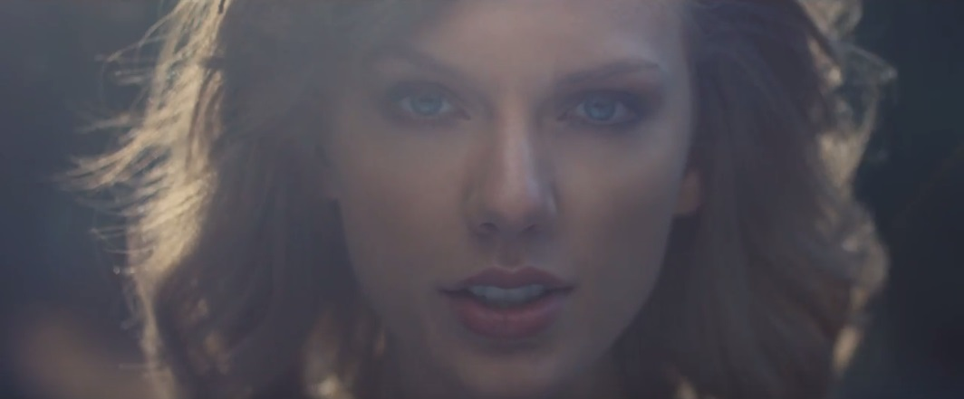 [VIDEO PREMIERE] Out Of The Woods (Taylor Swift)