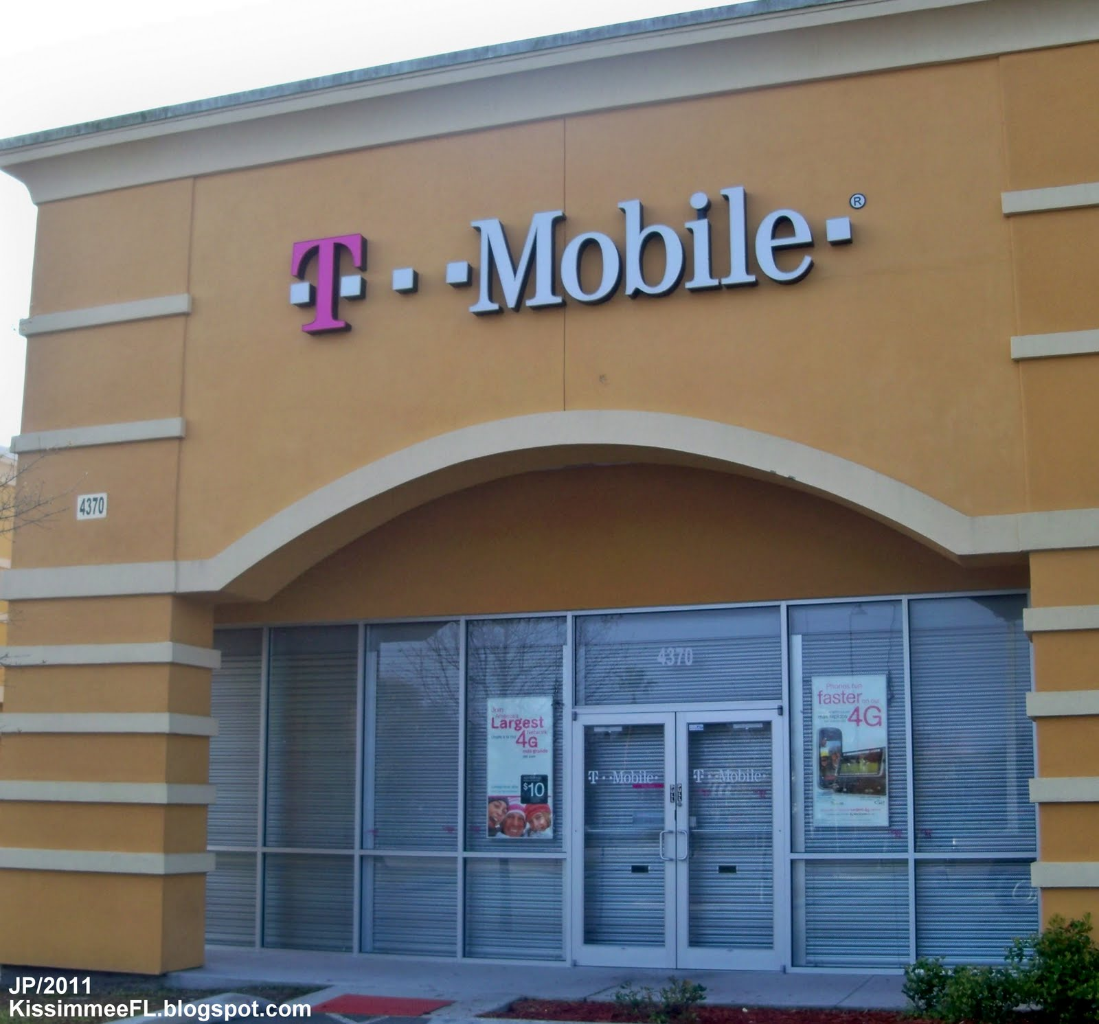 Cell phone store 60628 zip