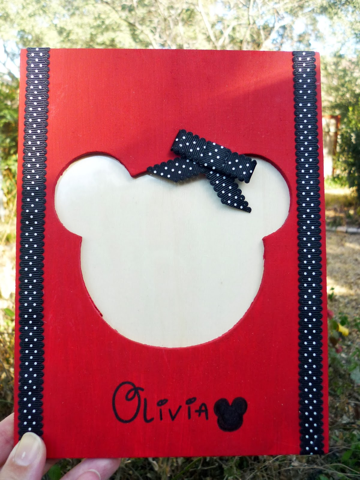 The Handy Dandy Helper: DIY Minnie Mouse Picture Frame