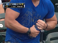 Muscular Mets fan struggles to open water bottle