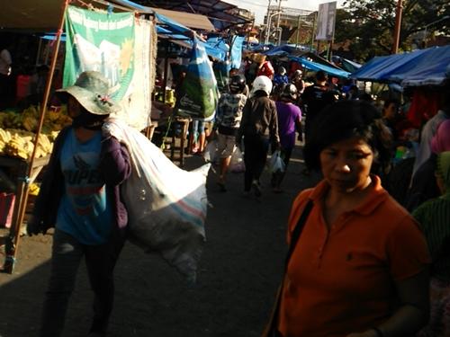 バリ島 市場の風景
