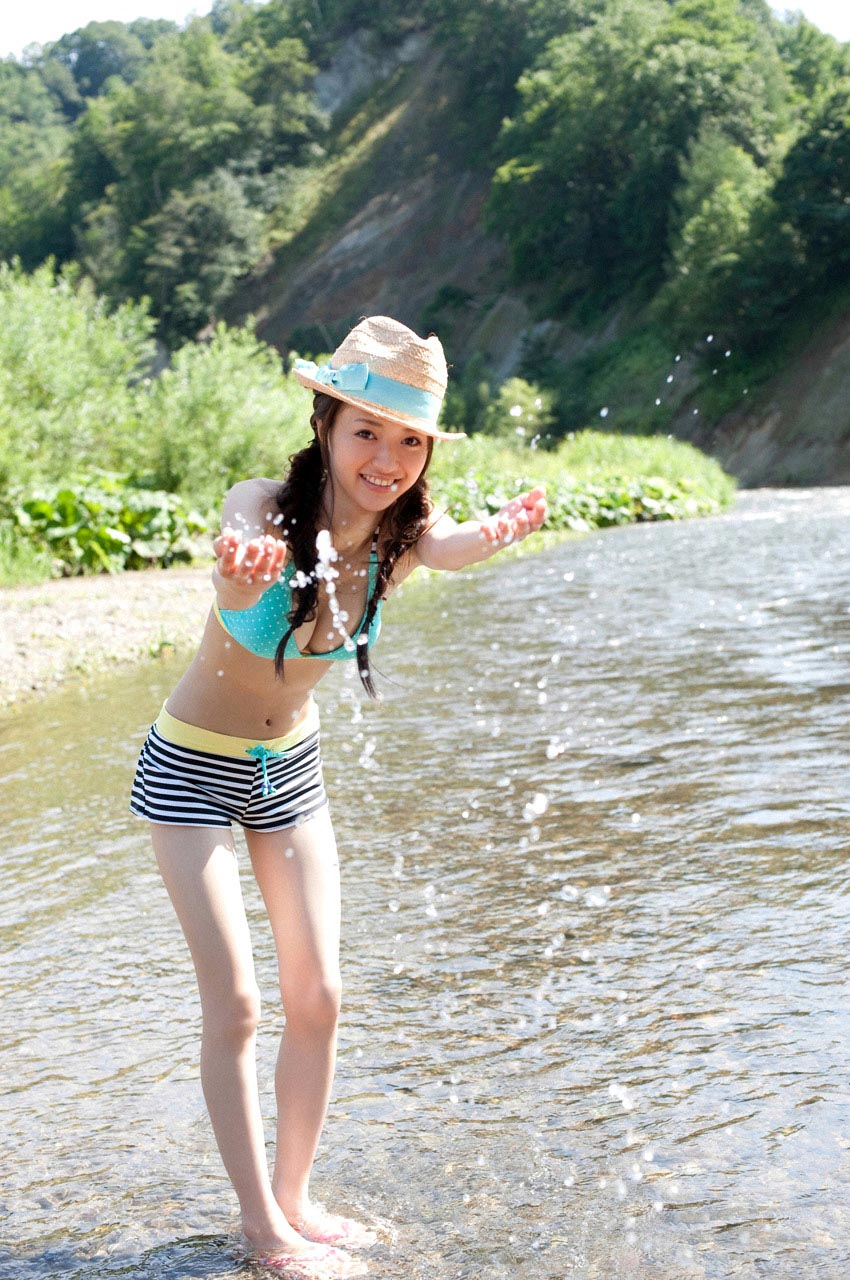 rina aizawa bikini at the river 06
