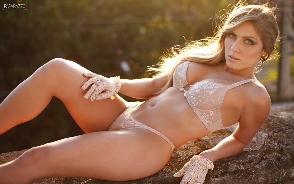 Ex-BBB Renata posará na 'Playboy' de maio