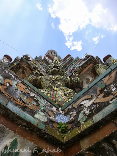 Demon statue design on Wat Arun