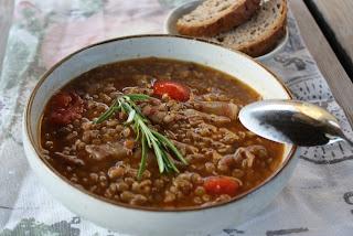 http://lizasmatverden.blogspot.no/2012/08/minestronesuppe-med-speltgryn-og-linser.html