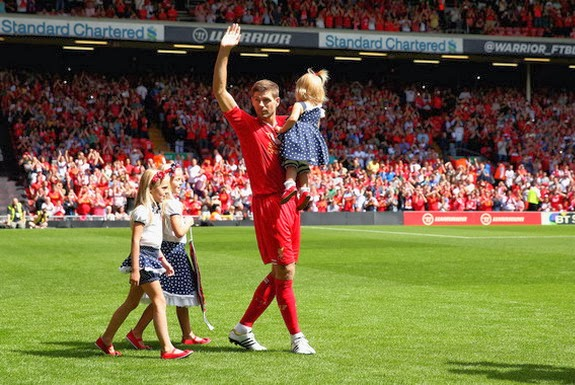 Steven Gerrard walks his three daughters onto the pitch prior to his testimonial match