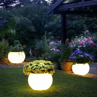 candeeiros com floreiras