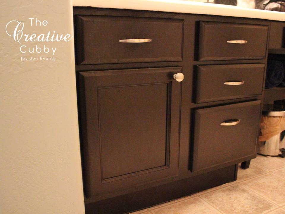 Adding handles to kitchen cabinets the creative cubby how for Adding knobs to kitchen cabinets