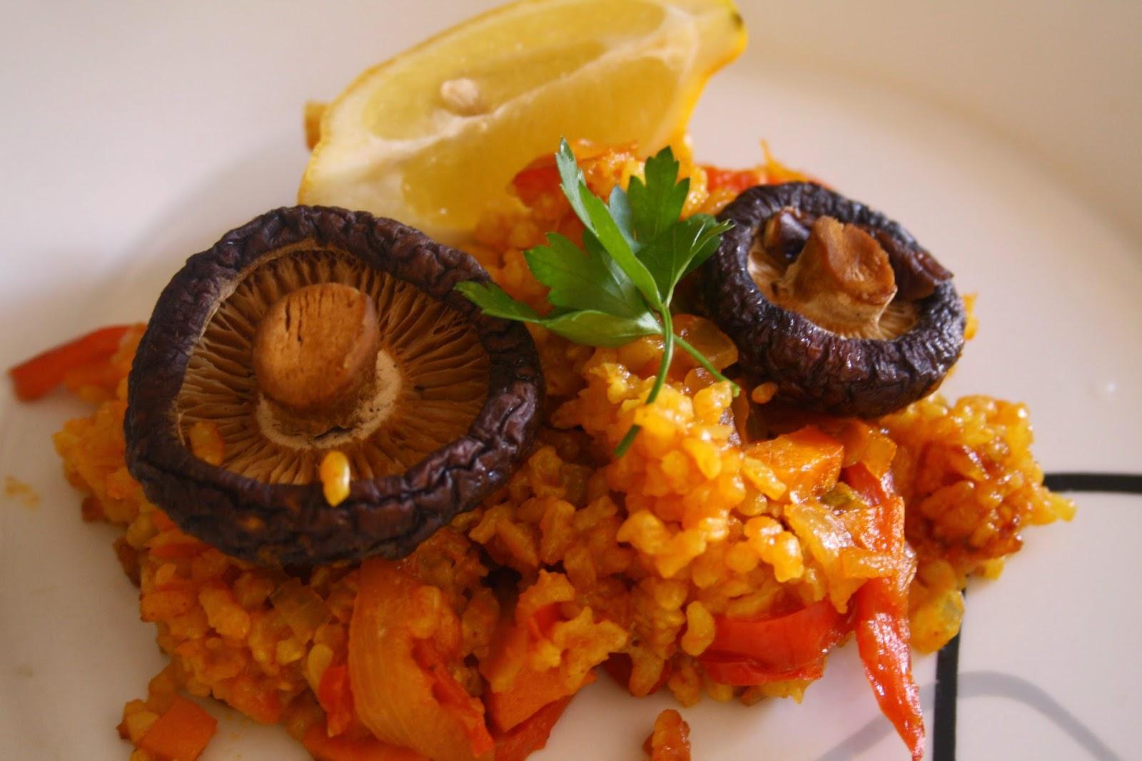 paella vegana con setas shiitake