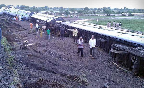 Pics of Madhya Pradesh train accident : kamayani and janta express