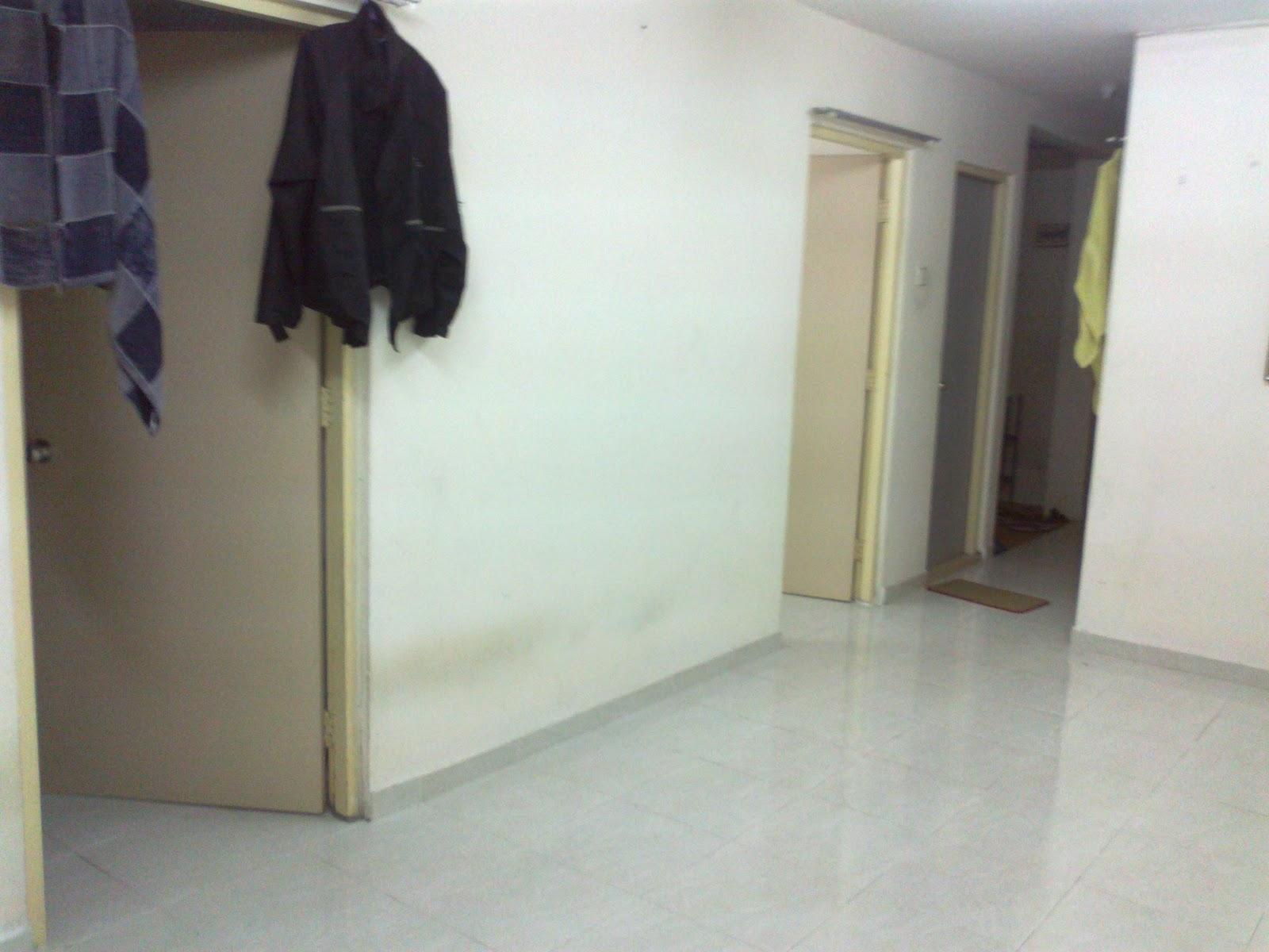 Ada 3 bilik , 2 bilik air