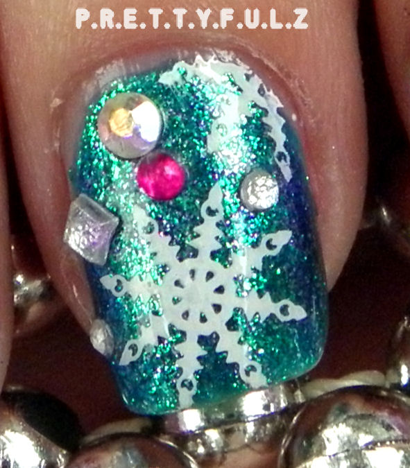 Prettyfulz Fall Nail Art Design 2011: Prettyfulz: Holiday Celebration // Snowflake Nail Art