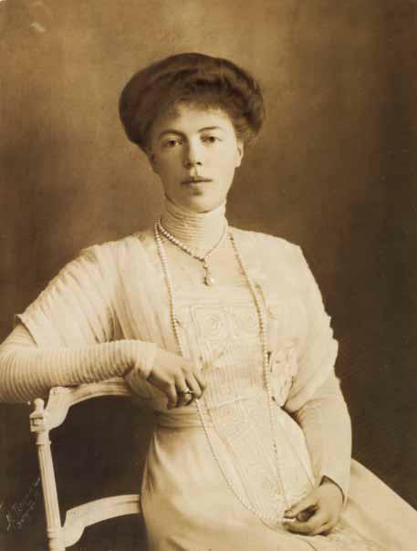 http://4.bp.blogspot.com/-Ilzuv5j7NAc/US3u4INux7I/AAAAAAAABK8/WuG-URHPWOw/s640/Large+portrait+photograph+of+Grand+Duchess+Olga+1901.JPG