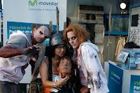 zombies electrocutando a damisela