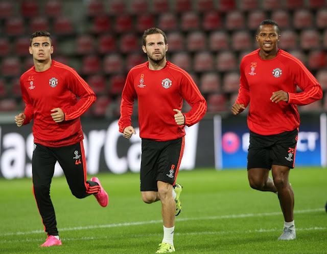 Andreas Pereira, à esquerda, é a novidade na lista de Van Gaal para enfrentar o PSV (foto: John Peters/MUFC)